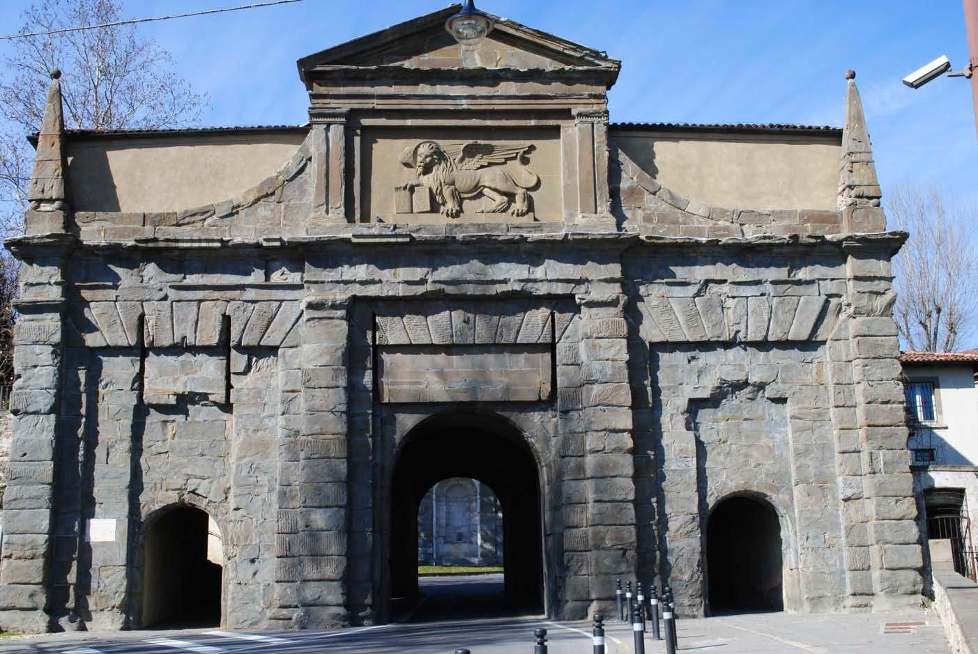 Foto porta santagostino mura venete di accesso alla citt for Mercatini bergamo e provincia oggi