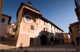 foto fotografie immagini paese clusone orologio di Clusone Valle Seriana Bergamo Italia